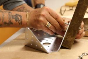 Peça metàl·lica dissenyada per Curro Claret per a la construcció de mobiliari
