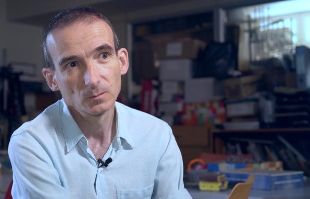 El dissenyador industrial Curro Claret és entrevistat per Opcions