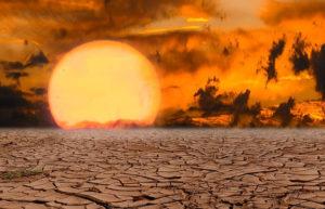 Puesta de sol en paisaje de sequía. Para ilustrar artículo sobre Última llamada