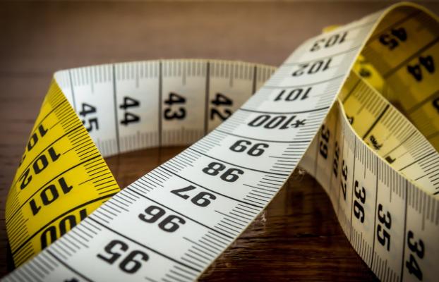 cinta métrica en artículo sobre crecimiento alternativas de consumo