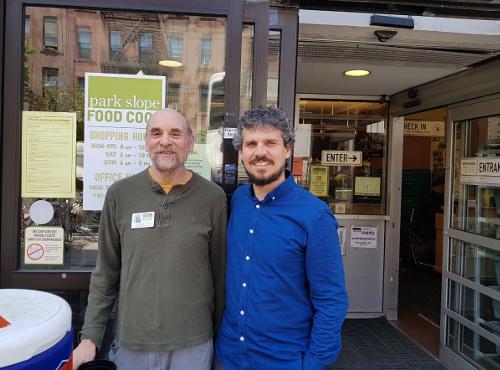 Álvaro Porro, Comisionado de Economía Social, Desarrollo Local y Consumo del Ayuntamiento de Barcelona, durante su visita a la Park Slope Food Coop. Supermercados cooperativos.
