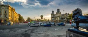 Zona de baixes emissions. Fotografia d'una plaça de Barcelona per il·lustrar un article sobre la zona de baixes emissions