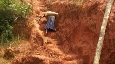 Dona República Democràtica del Congo. Extracció de minerals