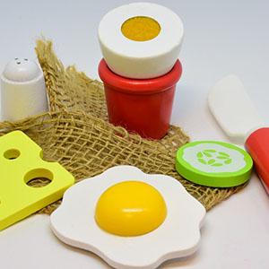 Utensilios y alimentos de juguete