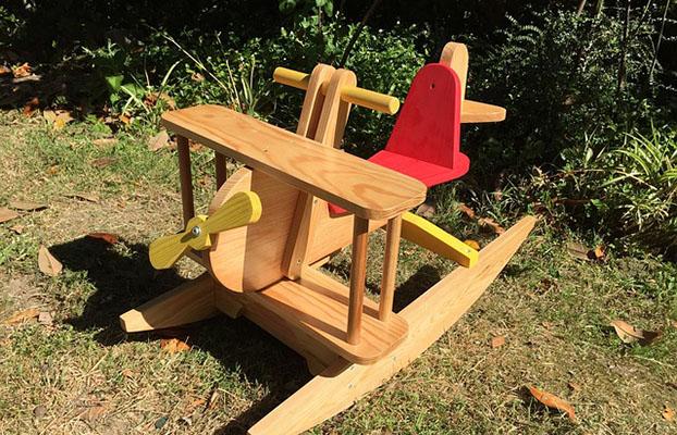 Avió de fusta joguina