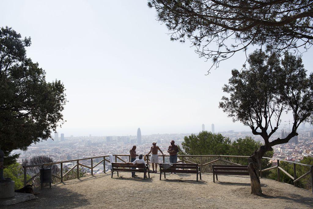 Vistes de Barcelona sota els núvols de contaminació. Foto: Paola de Grenet